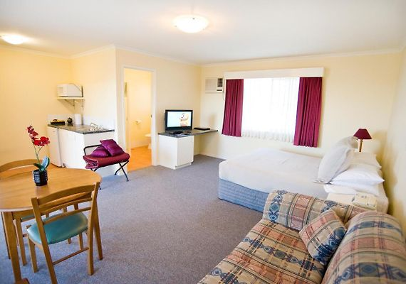 Redwood Manor Motel Apartments Warrnambool | Book Hotel in ...